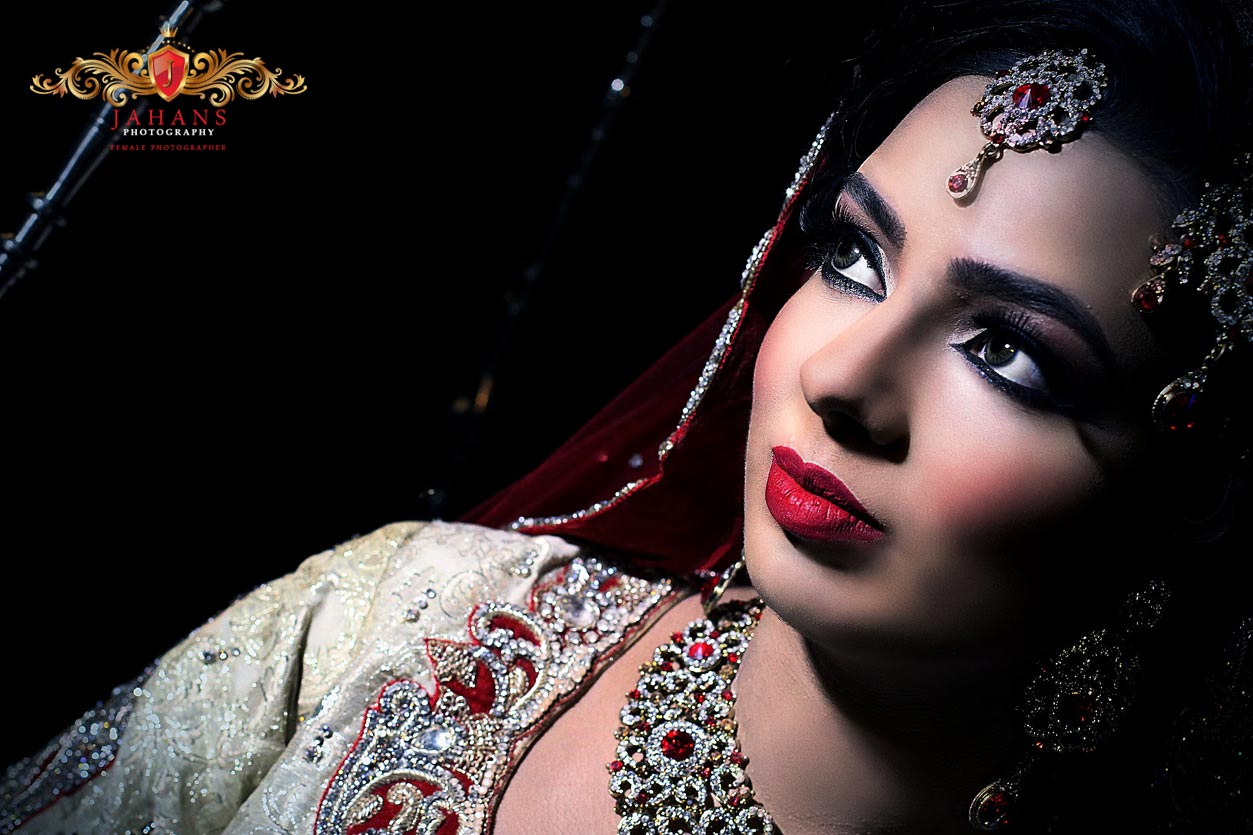 asian bride in sareee